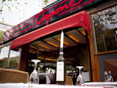 Partnerrestaurant Capone Tisch mit Weinflasche des Hollywood Media Hotels