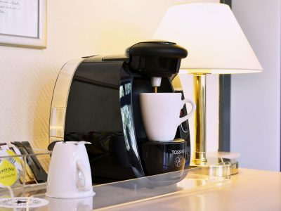 HollywoodMediaHotel Hotelzimmer–Kaffee Tee Station