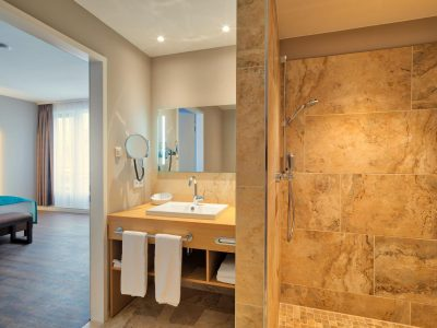 Hotel room - bath room of a Deluxe Junior Suite